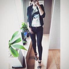# 오늘의 아웃핏! . Outfit for today! . . . . #ootd #daily #dailylook #옷스타그램 #셀스타그램 #미러샷 #거울샷 #전신샷 #줌마그램 #줌스타그램 #강남 #스타일 #패션 #gangnam #style #fashion #korea #instadaily #아웃핏 #outfit #데일리룩