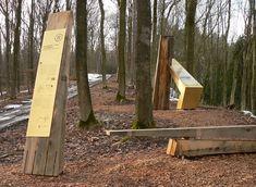 https://upload.wikimedia.org/wikipedia/commons/2/29/Harzhorn_Infostelen_in_Gold_und_Holz.jpg