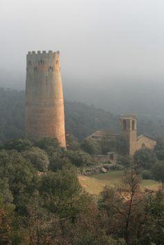 Torre de Vallferosa i església de Sant Pere a Torà, Segarra (Catalonia)