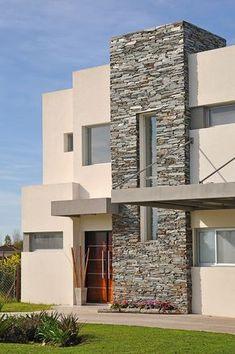 Fachada Arquinova Casas y Estudio Tomás y Fredi Llosa Modern Exterior House Designs, Dream House Exterior, Exterior House Colors, Modern House Design, Exterior Design, House Outside Design, House Front Design, Stone Facade, Stone Cladding