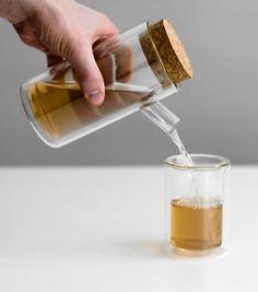 Achetez la théière à double paroi en verre désigné par Paul Loebach sur lavantgardiste qui vous permettra de garder vitre tgé chaud très lontemps.