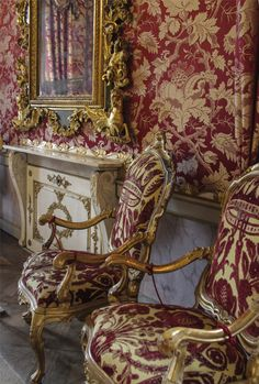Palace Interior, Mansion Interior, Classic Interior, Luxury Interior, World's Most Beautiful, Beautiful Homes, Sofa Chair, Armchair, Chair Design