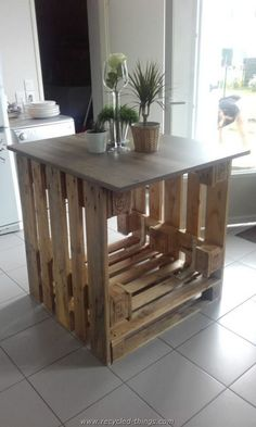 Pallet Table Plans îlot Central Cuisine / Pallet Kitchen Island - Center kitchen island for cooking, easy to build, with 3 wooden pallets and a low-cost work plan, for a beautiful result! Wooden Pallet Crafts, Wooden Pallet Furniture, Wooden Pallets, Diy Furniture, Furniture Removal, Luxury Furniture, Furniture Stores, Furniture Plans, Office Furniture