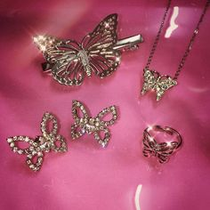 Find images and videos about jewelry, butterfly and on We Heart It - the app to get lost in what you love. Pink Tumblr Aesthetic, Pink Aesthetic, Cute Jewelry, Jewelry Accessories, Baddie, The Bling Ring, Bling Bling, Girly Things, Pretty In Pink