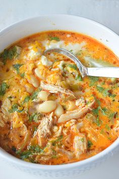 Try this Best and Easy recipe of White Chicken Chili- on stovetop,delicious and kind of healthy as it has beans,chicken to make a delicious complete meal.This spicy creamy white bean chicken chili is perfect to fix dinner under 30 mins,its that simple! Chili Recipes, Soup Recipes, Chicken Recipes, Cooking Recipes, Recipies, Hamburger Recipes, Healthy Chicken, Fried Chicken, Creamy White Chicken Chili