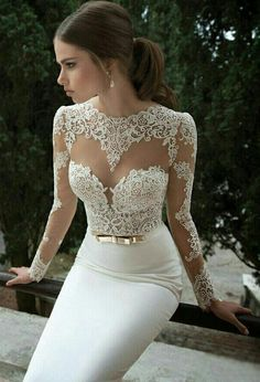 Bridal Gowns with Sleeves Prove Bride's Strong Character