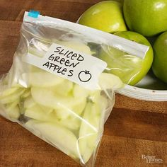 How to Freeze Apples Don't let your fresh apples go to waste — save them for later with this easy freezing method. As a bonus, you'll have peeled apple slices ready for future crisps, cobblers, and desserts. Freezing Fruit, Freezing Vegetables, Frozen Vegetables, Fruits And Veggies, Freezing Apples For Pie, Green Apple Recipes, Fruit Recipes, Recipies, Donut Recipes