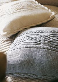 A browsable collection of free knitting patterns for knit pillows, cushions and covers for the home. Knitted Cushions, Knitted Afghans, Knitted Blankets, Knitting Stitches, Knitting Patterns Free, Free Knitting, Free Pattern, Manta Crochet, Knit Or Crochet