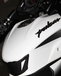 Bajaj Motos, Ns 200, Bike Drawing, Full Hd Photo, Bike Photoshoot, Bike Pic, Motorcycle Photography, Light Background Images, Black Panther Marvel