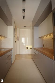 Akcent orientu we wnętrzu - Średnia wąska kuchnia dwurzędowa w aneksie, styl nowoczesny - zdjęcie od iHome Studio