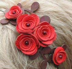 LA CASITA DE MABELY: flor de cuero, accesorios del pelo, joyería, cuero, rosas