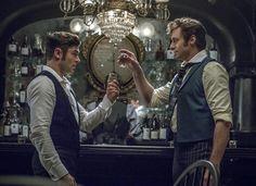 ヒュー・ジャックマン主演の『グレイテスト・ショーマン』が、週末映画ランキングで2週連続のNo.1を獲得した。本作にはリピーターが続出しており、過去のミュージカル作品と比べても前週からの