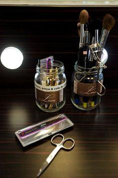 http://chic.uol.com.br/beleza/noticia/cantinho-da-beleza-vanessa-rozan-mostra-como-organiza-seus-produtos-de-beleza-e-os-do-liceu-de-maquiagem