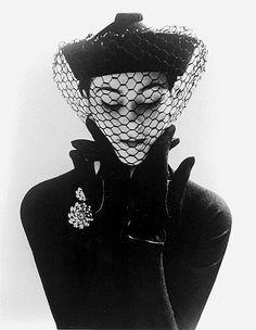 Anne-Gunning-in-an-Erik-felt-and-Velvet-Mandarin-Hat-with-V.jpg 388×500 pixels