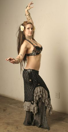 Sherri Wheatley- tribal fusion bellydance costume shine and netting (LOVE the skirt)