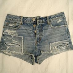 """American Eagle Shorts Pre-loved but in great condition!  Size 6 measurements: Waist: 27.5"""" Hip: 37"""" American Eagle Outfitters Shorts Jean Shorts"""
