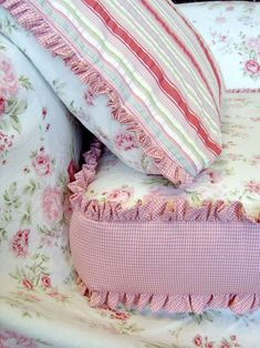 Love the gingham contrast and ruffle (1) From: It's Only Natural (2) Follow On Pinterest > Kathy Shay-Shapiro @ ItsOnlyNatural
