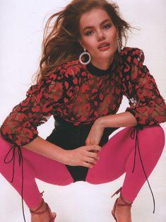 photoshoot Stunning Portraits of Myrthe Bolt Bring Back Glam (CR Fashion Book Online) Fashion Books, 80s Fashion, Fashion Trends, Petite Fashion, Curvy Fashion, Fashion Bloggers, Fall Fashion, Style Fashion, Estilo Rock