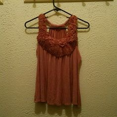 Super cute tank Loose fit tank, looks really nice with white jeans or some shorts! Tops Tank Tops