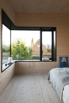 Dansk bolig med massivtreelementer. Ingen listverk i sammenføyninger