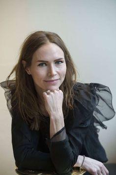 Nina //The Cardigans Nina Persson, Divas, The Cardigans, Hooded Eyes, Metalhead, Eye Make Up, How To Memorize Things, Beautiful Women, Singers