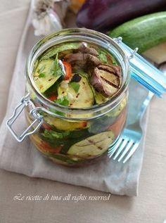 verdure sott'olio I Love Food, Good Food, Yummy Food, Antipasto, Pickled Garlic, Healthy Recepies, Italy Food, Sugar Free Recipes, How To Make Salad