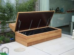 Discover recipes, home ideas, style inspiration and other ideas to try. Pallet Garden Furniture, Diy Outdoor Furniture, Outdoor Rooms, Outdoor Decor, Garden Storage Bench, Bench With Storage, Deck Seating, Garden Seating, Modern Landscaping