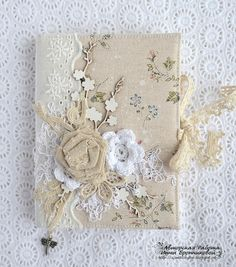 Handmade by Smilla: Of course - the work of the girls and the new group in January! Shabby Chic Crafts, Vintage Crafts, Book Crafts, Diy And Crafts, Mini Albums, Fabric Book Covers, Fabric Books, Fabric Journals, Decorate Notebook