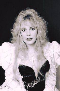 Stevie Nicks of Fleetwood Mac Look Vintage, Vintage Photos, Stevie Nicks Lindsey Buckingham, Buckingham Nicks, Members Of Fleetwood Mac, Stephanie Lynn, Rock Queen, Stevie Nicks Fleetwood Mac, Women Of Rock
