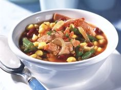 Paprika-Hack-Suppe mit Schafskäse ist ein Rezept mit frischen Zutaten aus der Kategorie Fruchtgemüse. Probieren Sie dieses und weitere Rezepte von EAT SMARTER!