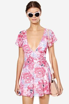 Get mega girly without sacrificing an ounce of sexy in this Nasty Gal design!  This dress has flu...