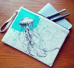 Biraz kalem, bir kaç defter...yazmak çizmek için güzel bir gün. At çantaya, çık dışarı :) #paka #pakaconcept #kalkan #kaş #art #design #desen #drawing #textile #atölye #artshop #çini #çanta #çizim #moda #kumaş boyama #sanat #handmade #tile #tasarım #ürün #motif #geleneksel #pattern #painting #kişiyeözeltasarım #resim #bag http://turkrazzi.com/ipost/1518795066284841041/?code=BUT2BDchhhR