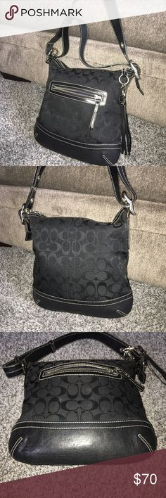 ❤️❤️👜Authentic Coach Shoulder 👜❤️❤️ Authentic Black and Leather Signature Coach bag. Smoke, odor and damage free! No wear to the leather bottoms or straps. Bag is a steal! Make and offer😍😍😍 Coach Bags Shoulder Bags