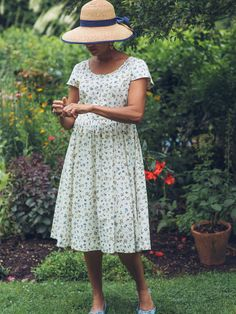 From back porch summer nights to country wedding romance you'll never forget, the Peyton Dress is a tour de force of timeless prairie influence made just for you. Featuring the playful 'parapluie' print, this oh-so-cute style embodies a simple joyful elegance. Slightly raised waist for that flattering Cornell fit.