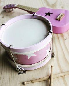 Bekijk deze Instagram-foto van @kidsconcept • 138 vind-ik-leuks #pink #kids #drum #guitar #kidsconcept #toys #music #littlethingz2