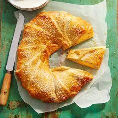Deze kerstkrans van croissantdeeg is heerlijk en ook nog eens makkelijk om te…