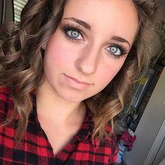 Hi I'm Bailey! I'm 16 and single. I'm Straight. I have a twin sister Brooklyn.