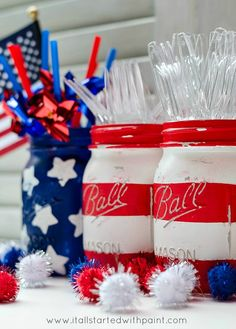 Easy DIY painted patriotic holiday mason jars. Use to hold picnic cutlery or take-home flag party favors or sparklers or straws or sweet treat lollipops or cake pops.