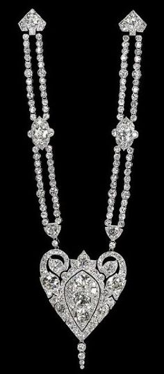 Art Deco 'Broche-Draperie' by Cartier Paris, circa 1913. Platinum and diamonds.