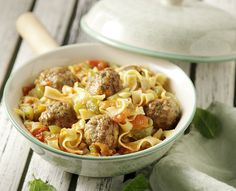 Meatball and noodle casserole!  Ideal for Sunday lunch with family!