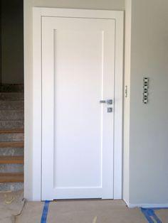 białe drzwi łaienka - podcięcie