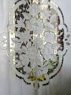 Cutwork Embroidery, Embroidery Works, Modern Embroidery, Embroidery Stitches, Embroidery Designs, Bobbin Lace Patterns, Machine Embroidery Patterns, Lace Beadwork, Crochet Curtains