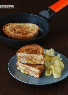 Receta de sándwich de mortadela y queso San Simón con cebolla caramelizada. Con fotos del paso a paso, consejos y sugerencias de degustación. Bocadillos