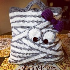 Mummy Tote pattern by Yarning Me Happy -This is a fun trick or treat bag for all ages! : Mummy Tote pattern by Yarning Me Happy -This is a fun trick or treat bag for all ages! Crochet Amigurumi, Crochet Yarn, Knitting Yarn, Crochet Stitches, Crochet Hooks, Crochet Tote, Beau Crochet, Love Crochet, Beautiful Crochet