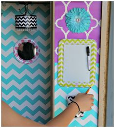 Magnetic mirror, white board, decorations, and pencil holders - so easy to decorate your locker with Lockerlookz Locker Crafts, Diy Locker, Locker Stuff, Locker Magnets, Middle School Lockers, Middle School Supplies, Diy For Girls, Diy For Teens, Cute Locker Ideas
