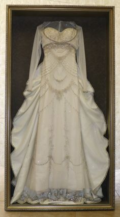 Wedding Dress Cleaning and Boxing Fresh Wedding Gown Shadow Box Best Luxurious Shadow Box for Wedding Dress Shadow Box, Wedding Dress Frame, Wedding Dress Display, Wedding Dress Necklace, Wedding Frames, Wedding Gowns, Diy Wedding, Wedding Decor, Wedding Flowers
