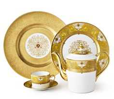 ~ Living a Beautiful Life ~ Bernardaud Splendid Ultimate Luxury China via Thomas Goode. Fine China Dinnerware, Porcelain Dinnerware, Dinnerware Sets, Silverware Place Setting, China Sets, Elegant Dining, Tea Service, China Patterns, Luxury