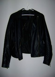 Kup mój przedmiot na #vintedpl http://www.vinted.pl/damska-odziez/kurtki/12048842-czarna-kurtka-skorzana-ramoneska