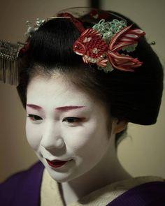 August 2017: A portrait of Maiko Koume (Kaden Okiya) of Miyagawacho wearing a unique fish-kanzashi. Source: HI on Instagram