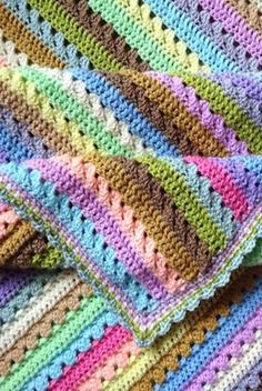 [Free Crochet Pattern] Stunningly Beautiful And So Simple Cupcake Stripe Blanket